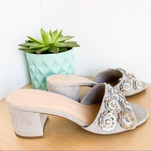 LE CHATEAU silver suede platforms w embroidery